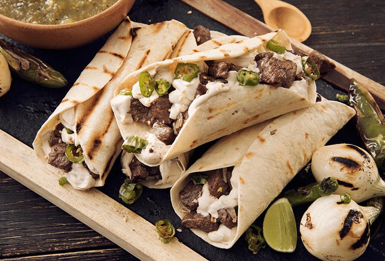 Tacos con carne asada